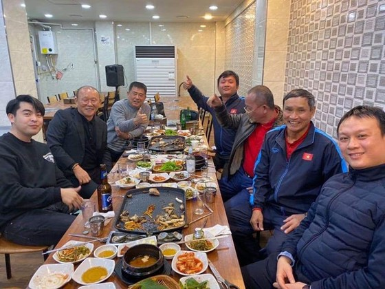 Hôm nay, HLV Park Hang-seo trở lại Việt Nam ảnh 1