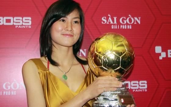 Người đẹp Ngọc Châm hết mình với bóng đá cộng đồng ảnh 2