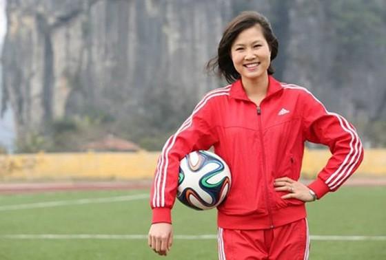 Người đẹp Ngọc Châm hết mình với bóng đá cộng đồng ảnh 3