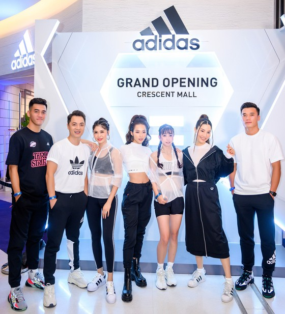 Bùi Tiến Dũng và Tiến Linh xuất hiện cùng dàn diễn viên, người mẫu nổi tiếng.
