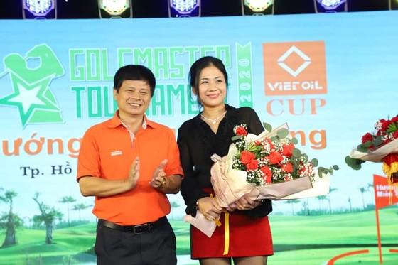 Giải golf trao 3.000 phần quà Tết cho bà con khó khăn miền Trung ảnh 4