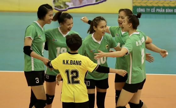 Cúp bóng chuyền Hoa Lư - Bình Điền 2021: VTV Bình Điền Long An và Tràng An Ninh Bình thắng dễ ảnh 2