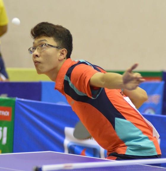 Tay vợt Vũ Quang Hiền.