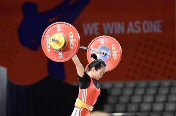 Nữ lực sĩ Vương Thị Huyền sẽ cùng các đồng đội sang Uzbekistan tranh vé Olympic.
