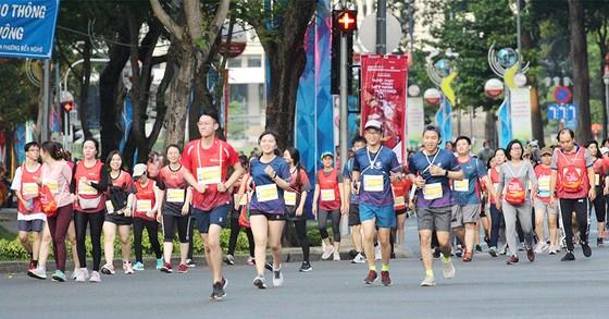 Giới chạy phong trào tố VĐV thi đấu thiếu trung thực ở giải marathon TPHCM 2021 ảnh 1
