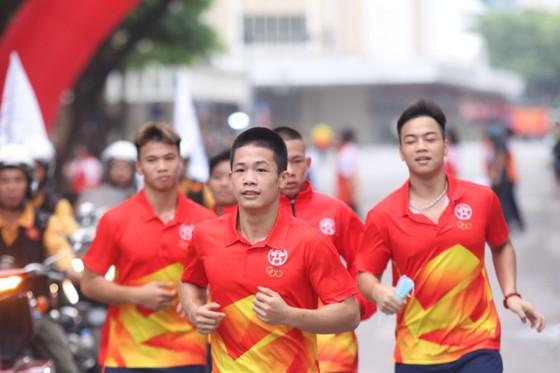 Ngày chạy Olympic thu hút khá nhiều người tham gia. Ảnh: Hanoimoi