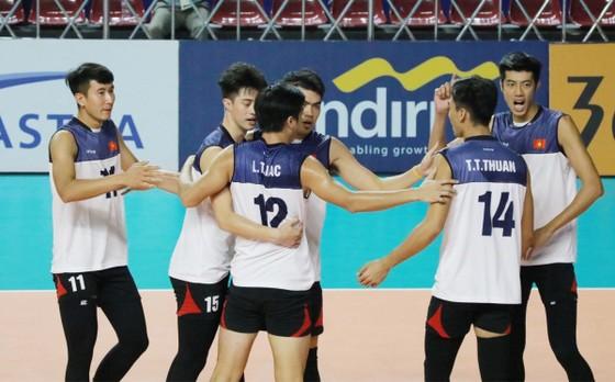 Đội tuyển bóng chuyền nam sẽ biết có hay không có chuyên gia Li Huan Ning dẫn dắt vào ngày 5-5 tới.