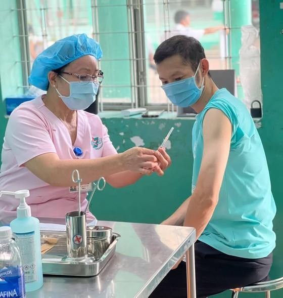 HLV và VĐV bắt đầu tiêm vaccine Covid-19 mũi 2 ảnh 1