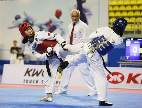 Kim Tuyền (trái) và các đồng đội sẽ tranh vé Olympic ở Uzbekistan.