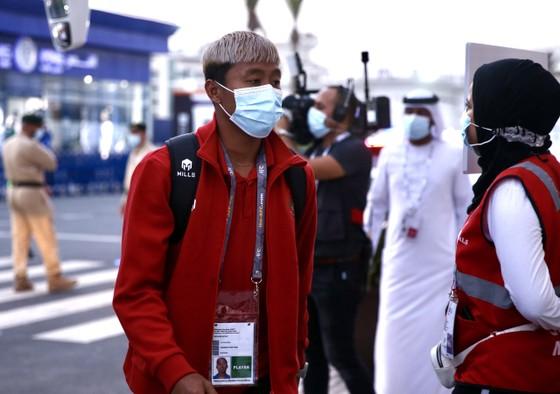 Cổ động viên Việt Nam đến sân Al-Marktoum cổ vũ đội tuyển ảnh 5