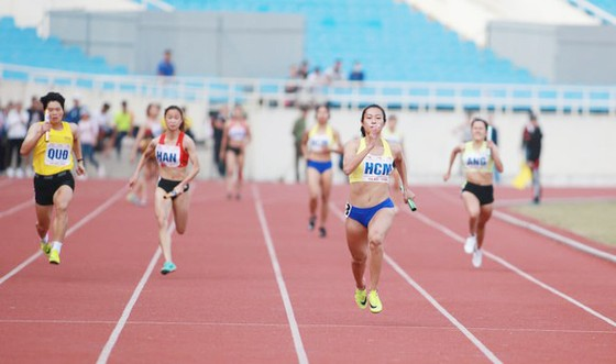 Một số tổ của đội tuyển điền kinh Việt Nam sẽ chuyển về tập tại sân Mỹ Đình. Ảnh: MINH HOÀNG