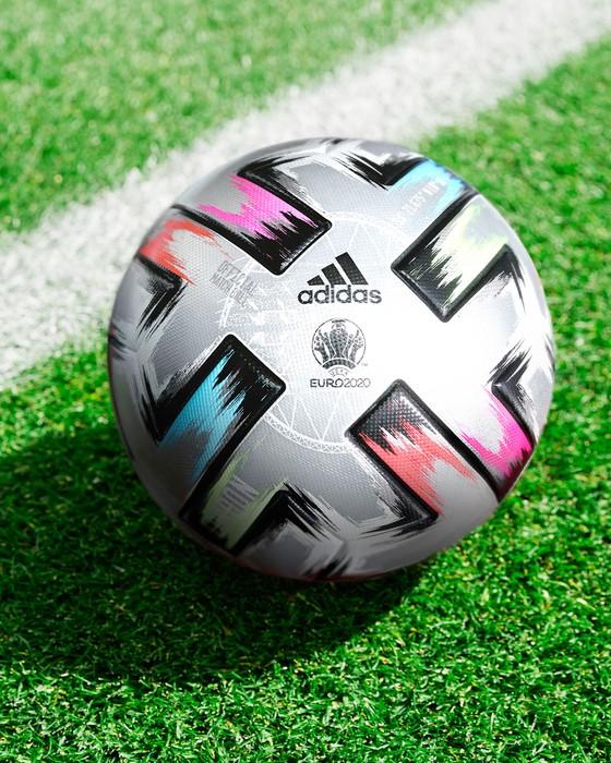 Trình làng trái bóng Uniforia Finale cho các trận bán kết và chung kết Euro 2020 ảnh 1