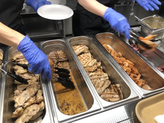 Choáng ngợp với thực đơn 700 món ăn khắp thế giới tại Làng VĐV ảnh 3