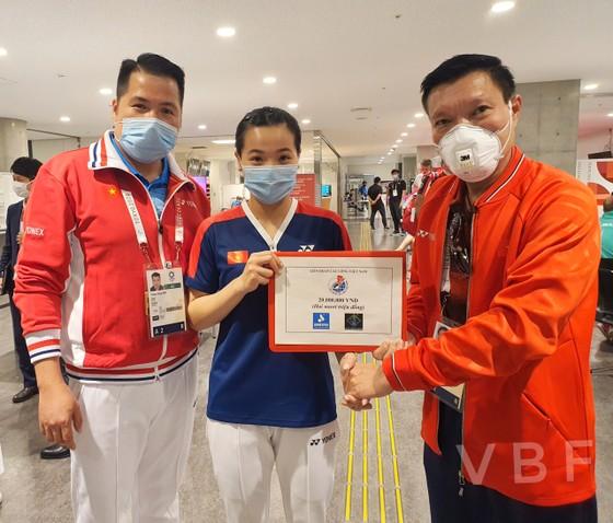 Tay vợt Nguyễn Thùy Linh có chiến thắng đầu tiên tại Olympic ảnh 1