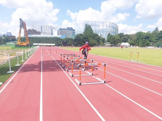 Quách Thị Lan được vào sân tập điền kinh Olympic ảnh 2