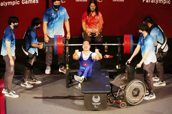 Lực sĩ Lê Văn Công thi đấu tại Paralympic Tokyo 2020.