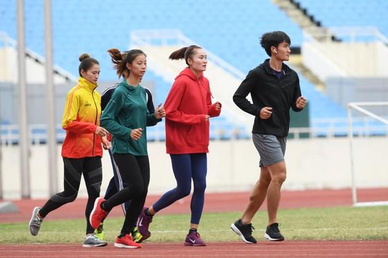 Quách Thị Lan cùng Nguyễn Thị Oanh sẽ tập ở sân Mỹ Đình bắt đầu từ tháng 10 ảnh 1