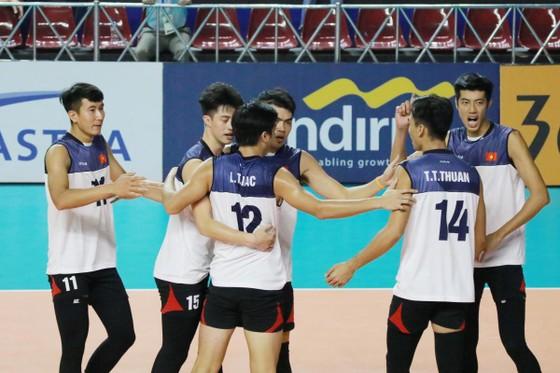 Đội tuyển bóng chuyền nam quốc gia vẫn tạm thời tập huấn tại Trung tâm HLTTQG Hà Nội.