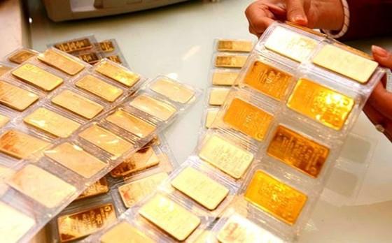PNJ thu hơn 11.600 tỷ đồng nửa đầu năm nhờ bán vàng miếng, đổi chiến lược bán trang sức online ảnh 1