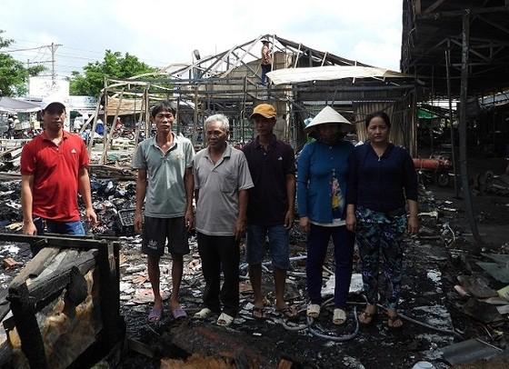 Cà Mau: Tiểu thương cầu cứu vì không được bán tại chỗ cũ sau khi chợ tạm Sông Đốc cháy ảnh 1