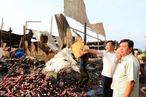 Hỗ trợ các hộ dân và gia đình cháu gái tử vong khi bị cháy nhà ảnh 1