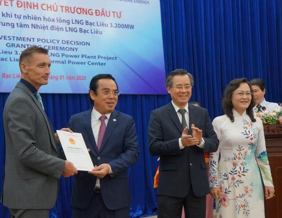 Trao giấy chứng nhận đăng ký đầu tư cho Dự án nhà máy điện LNG 4 tỷ USD ảnh 1