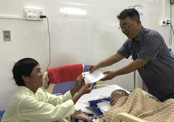 Cà Mau: Xúc động bệnh nhân nghèo nhường nhau quà Tết ảnh 2