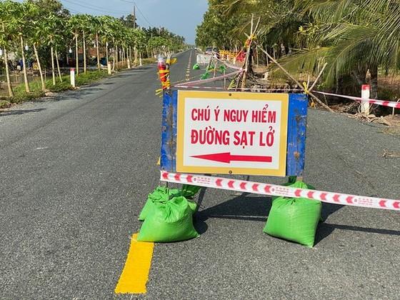 Cà Mau: Tạm dừng lưu thông một phần tuyến đường mới đưa vào sử dụng đã sụp lún ảnh 1