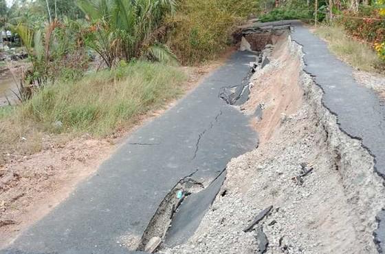Cà Mau: đường về du di tích hòn Đá Bạc bị sụp lún nghiêm trọng ảnh 1