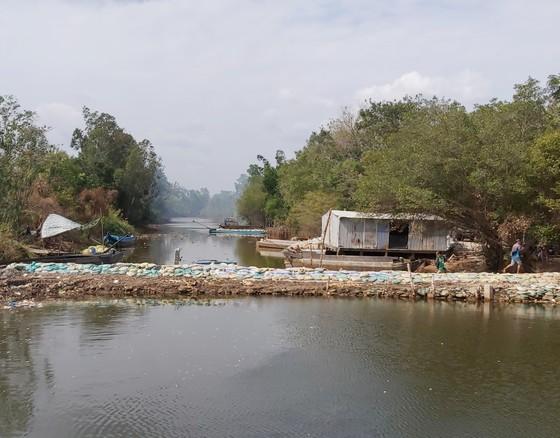 Cà Mau: Nhiều cống ngăn mạn bị rò rỉ và xói đáy, nguy cơ phá vỡ hệ sinh thái vùng ngọt hóa ảnh 1