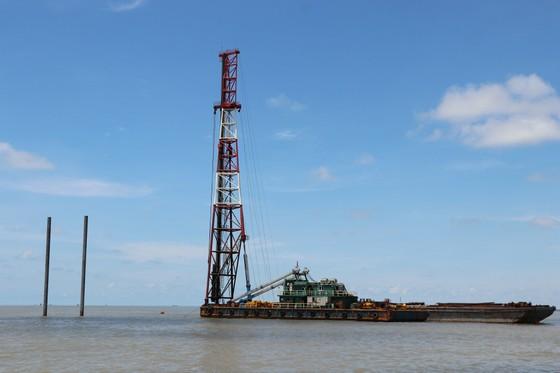 Cà Mau đề nghị tạm dừng thi công một số trụ tua bin điện gió Tân Thuận ảnh 1