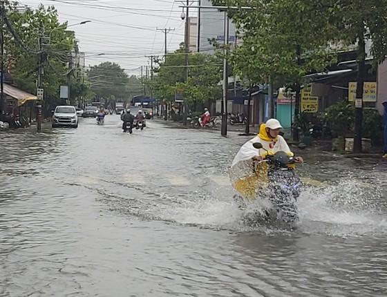 Cà Mau: Mưa lớn kéo dài gây nhiều thiệt hại ảnh 1