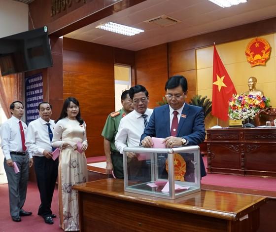 Bí thư Tỉnh uỷ Cà Mau đảm nhận thêm chức Chủ tịch HĐND ảnh 1