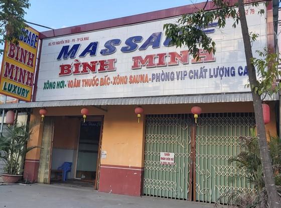 Bất chấp quy định phòng dịch, 2 cơ sở massage vẫn hoạt động và nhân viên bán dâm cho khách ảnh 1