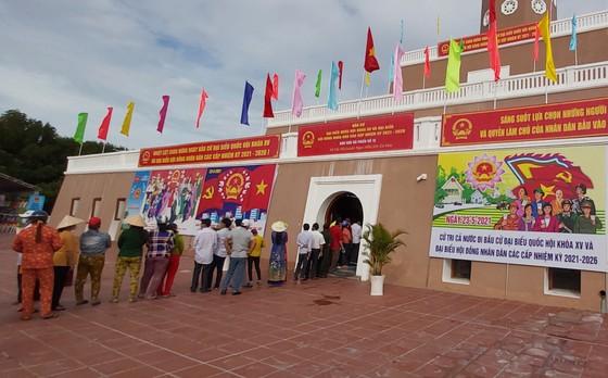 Bầu cử tại cột cờ Hà Nội tại Mũi Cà Mau - điểm cực Nam Tổ quốc  ảnh 5