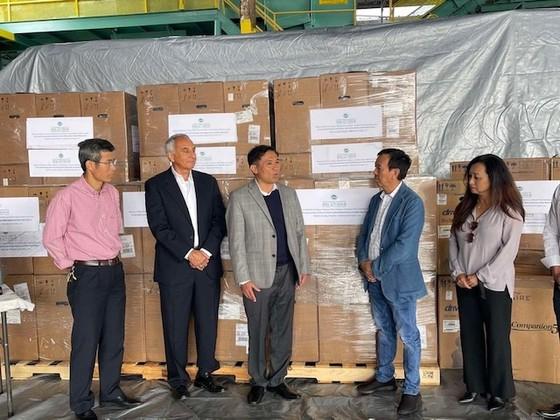 Ông David Dương tặng 250 máy trợ thở oxy cho TPHCM và các tỉnh ảnh 1