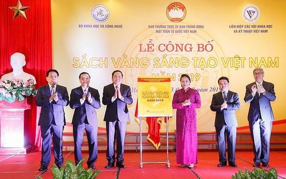 Vinh danh 74 công trình 'Sách vàng Sáng tạo Việt Nam' năm 2019   ảnh 1