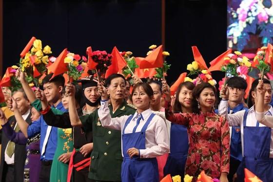 Thủ tướng: Mặt trận phản biện sắc sảo, chân tình để giúp Đảng và chính quyền tự điều chỉnh ảnh 4