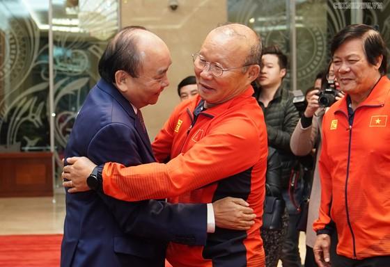 Thủ tướng Nguyễn Xuân Phúc: Vô địch bóng đá thể hiện khát vọng, ý chí Việt Nam ảnh 1