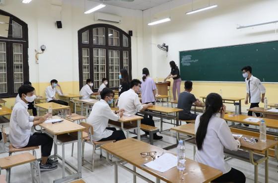 Hà Nội vệ sinh, khử khuẩn tại các phòng thi sau mỗi buổi thi ảnh 1
