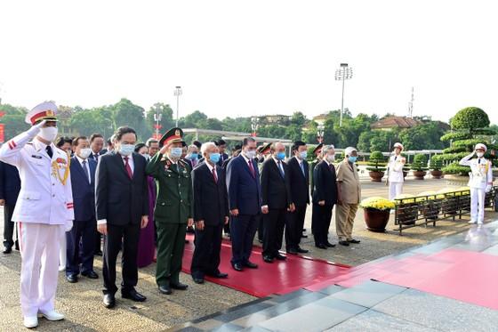 Lãnh đạo Đảng, Nhà nước vào Lăng viếng Chủ tịch Hồ Chí Minh nhân kỷ niệm 75 năm Quốc khánh 2-9 ảnh 1