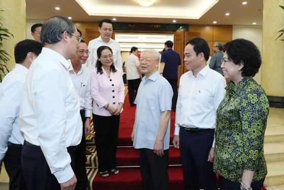 Tập thể Bộ Chính trị làm việc với tập thể Ban Thường vụ Thành ủy TPHCM  ảnh 7
