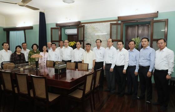 Ban Thường vụ Thành ủy TPHCM dâng hương tưởng niệm Chủ tịch Hồ Chí Minh ảnh 2