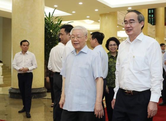 Tập thể Bộ Chính trị làm việc với tập thể Ban Thường vụ Thành ủy TPHCM  ảnh 4