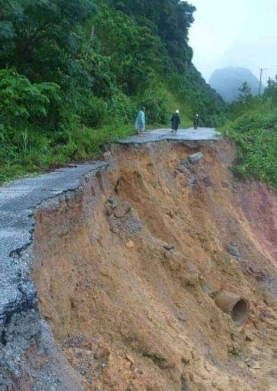 Thủ tướng chỉ đạo tập trung đối phó mưa lũ lớn tại miền Trung ảnh 1