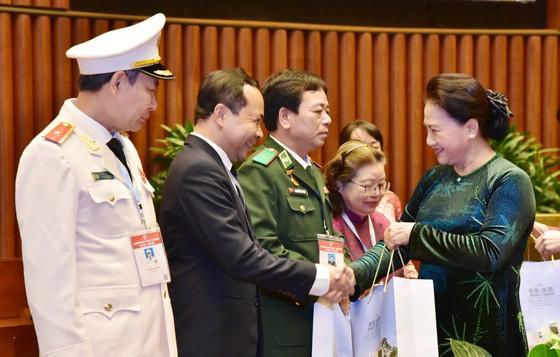 Chủ tịch Quốc hội Nguyễn Thị Kim Ngân: Còn rất nhiều những tấm gương bình dị mà cao quý ảnh 2