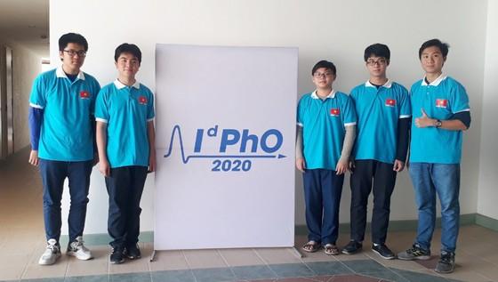 Cả 5 học sinh Việt Nam đều đoạt huy chương tại Olympic Vật lý Quốc tế 2020     ảnh 1