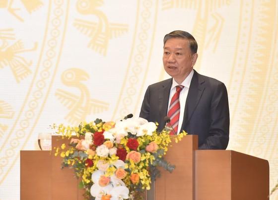 Bộ trưởng Tô Lâm: Trung bình mỗi ngày có hàng trăm người xuất, nhập cảnh trái phép qua đường bộ ảnh 2