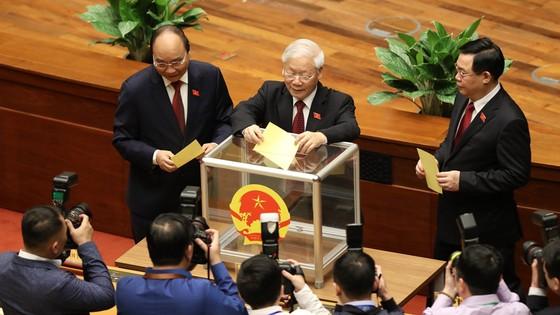 Tân Chủ tịch nước Nguyễn Xuân Phúc tuyên thệ ảnh 1