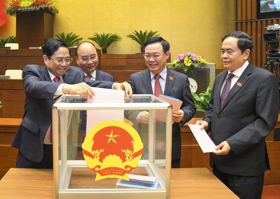 Chính thức miễn nhiệm 13 thành viên Chính phủ   ảnh 1